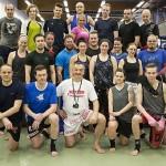 Espoon Kehähaiden harjoittelijat kokoontuivat ryhmäkuvaan Miodrag Joticin kanssa
