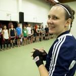 Camilla Marjamäki ohjasi viikonloppuna potkunyrkkeilyn alueleirin