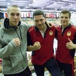Tino Saarikangas (vas) sai Alexander Lepikhovilta (oik) ylistystä ottelustaan ja sai tämän koutsi Vyacheslav Sizovilta (kesk) kutsun tulla harjoittelemaan Moskovaan TsSKAn salille