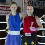 Vielä 17-vuotias Tatu Maunu (vas) kilpaili ensimmäistä kertaa miesten sarjassa, jossa ottelut käydään ilman pääsuojaa